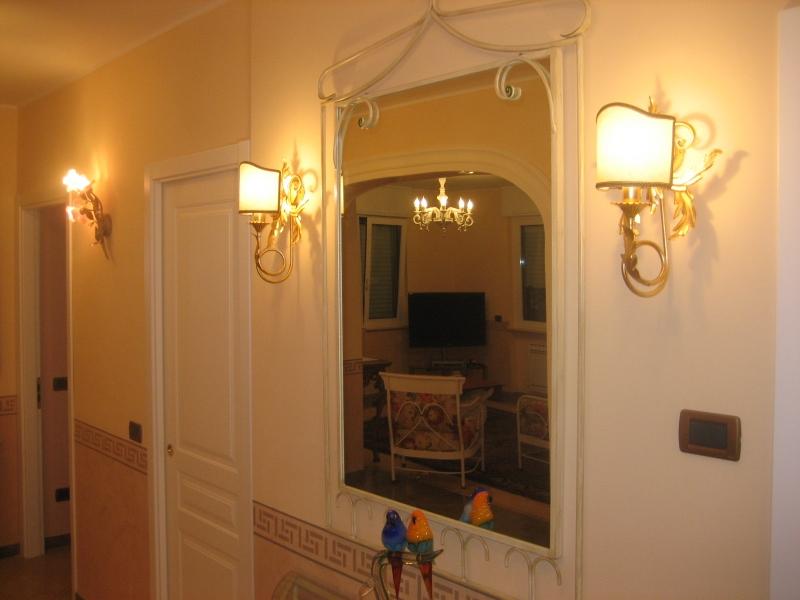 Applique foglia oro: lampada da parete in ceramica foglia oro