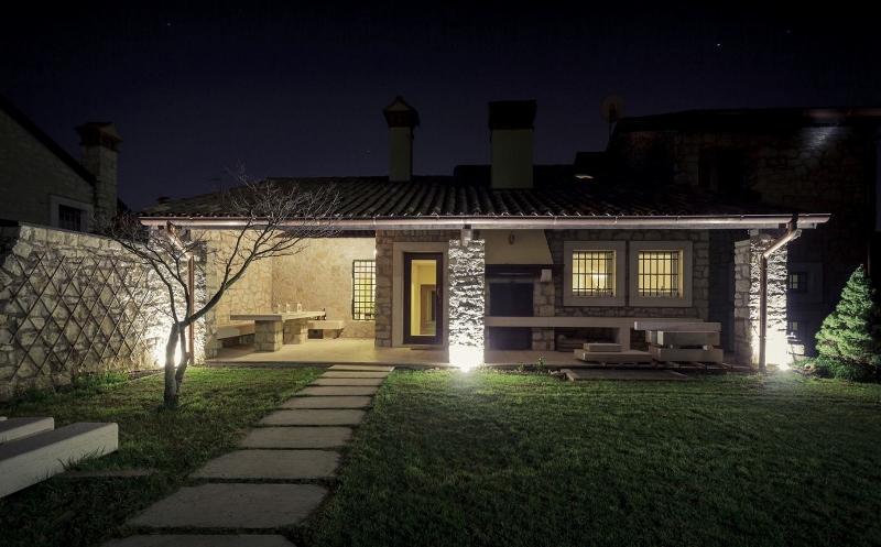 Luci esterne per casa giardino for Illuminazione led casa esterno