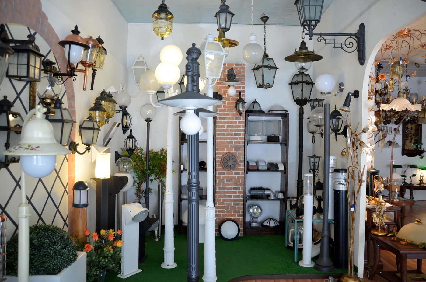 Vendita lampadari luci illuminazione esterni giardini lampioni luce